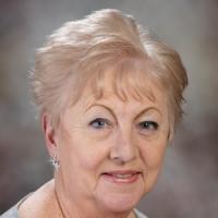 Lyn Andrews